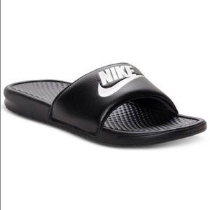 {Nike} Benassi Slides